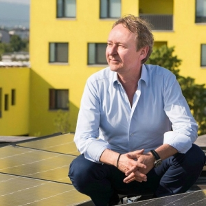 Eclisse GmbH Geschäftsführer Dietmar Kanitz vor neuer Phtovoltaikanlage