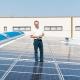 Trafomodern GmbH Geschäftsführer Christoph Blum am Dach seiner neuen Photovoltaikanlage